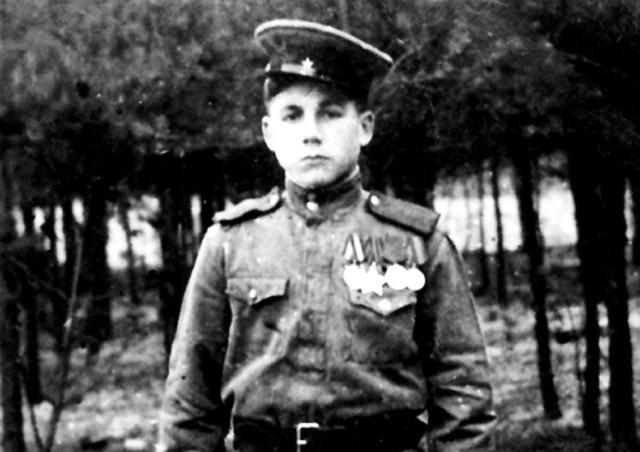 Знаменосец Булатов: о чём рассказали документы и письма