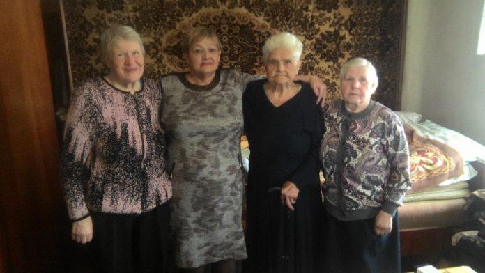 В честь юбилея коллеги из Слободского ПАТП поздравили ветерана предприятия