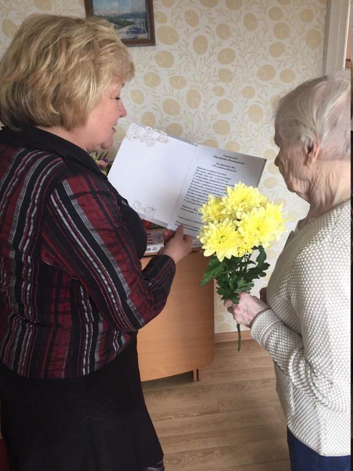 Поздравление с 90-летием принимает Маргарита Викторовна Новосёлова