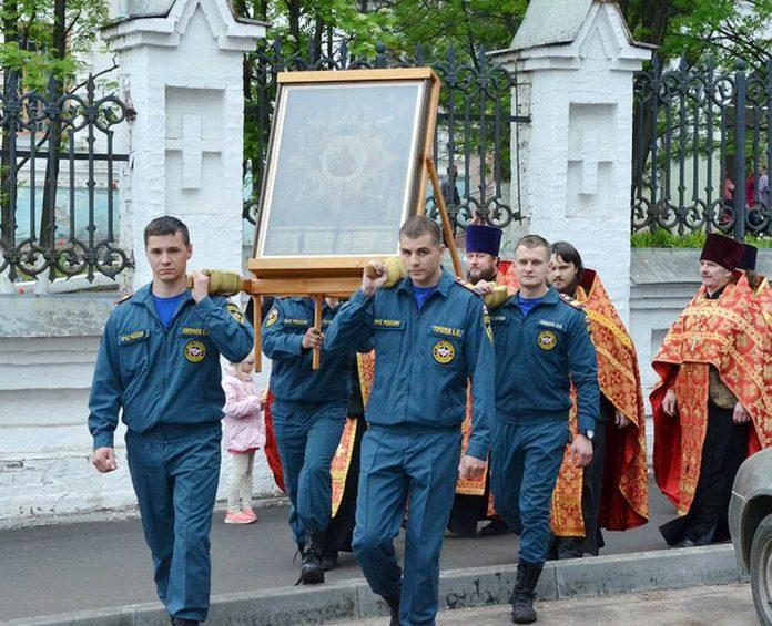 В Слободском прошел крестный ход с иконой Божией Матери «Неопалимая купина»
