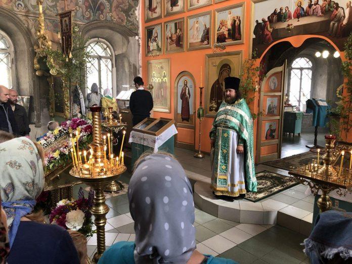 Кадровые перестановки на праздник Троица