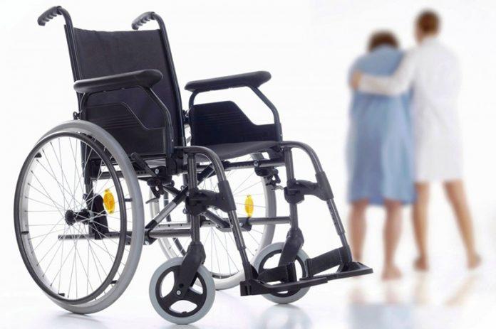 Лежачему слепому инвалиду предложили придти в больницу