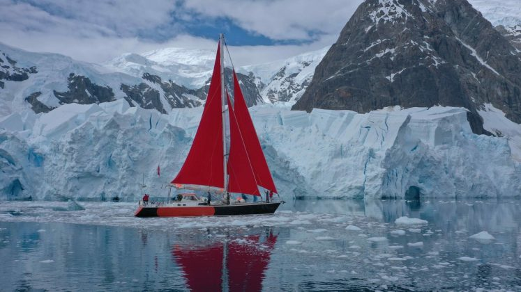 Под алыми парусами в Антарктиду