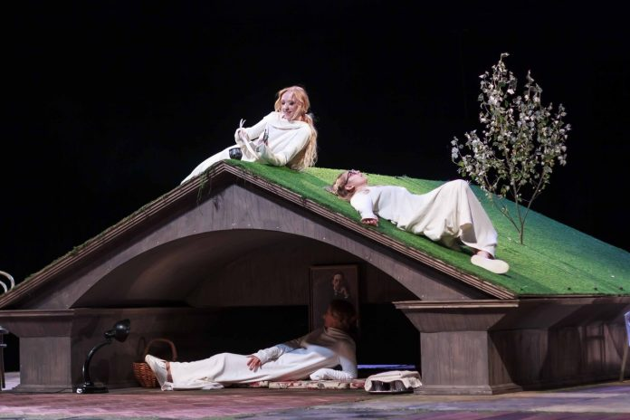 Две премьеры и выставка актуального искусства: «Театр на Спасской» открывает новый сезон